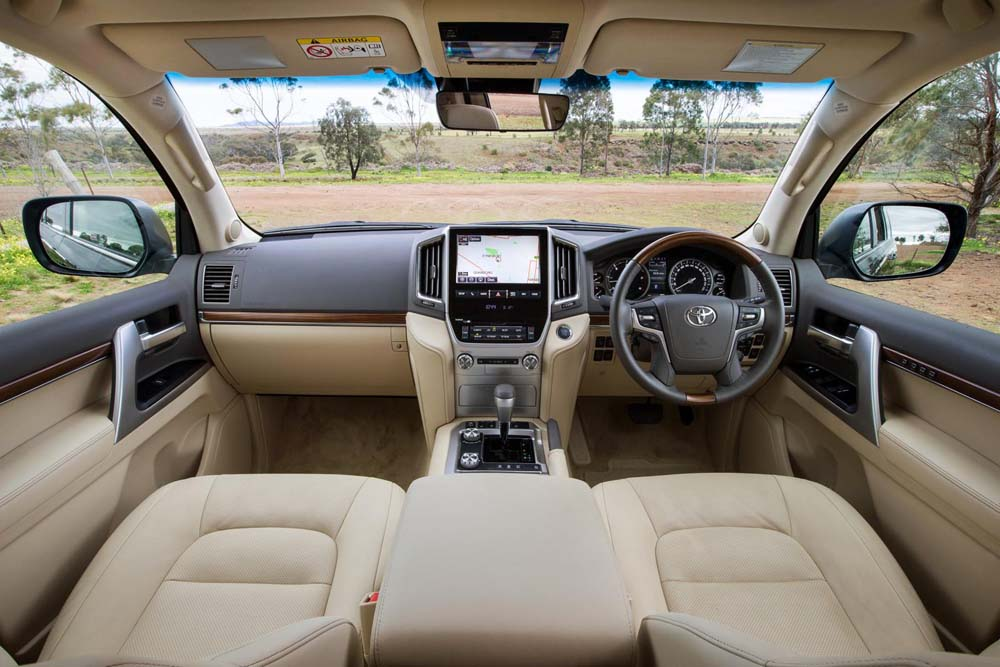 2016-toyota-land-cruiser-5