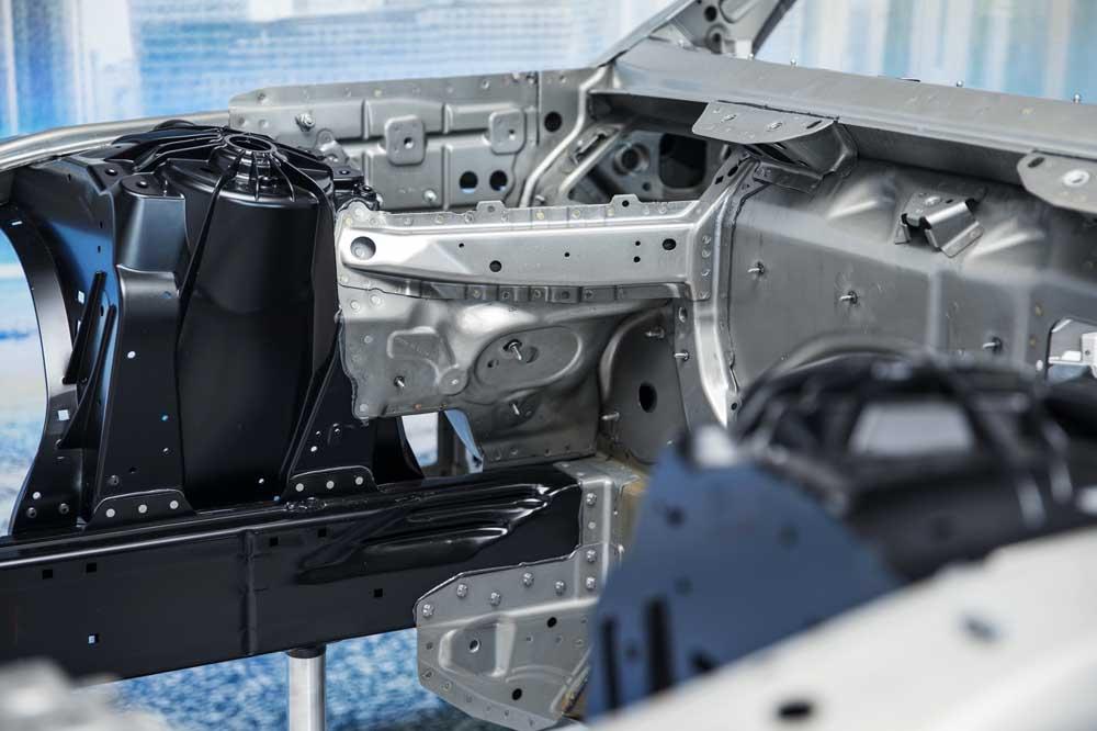 Τα πρώτα επίσημα στοιχεία για τη νέα BMW 7