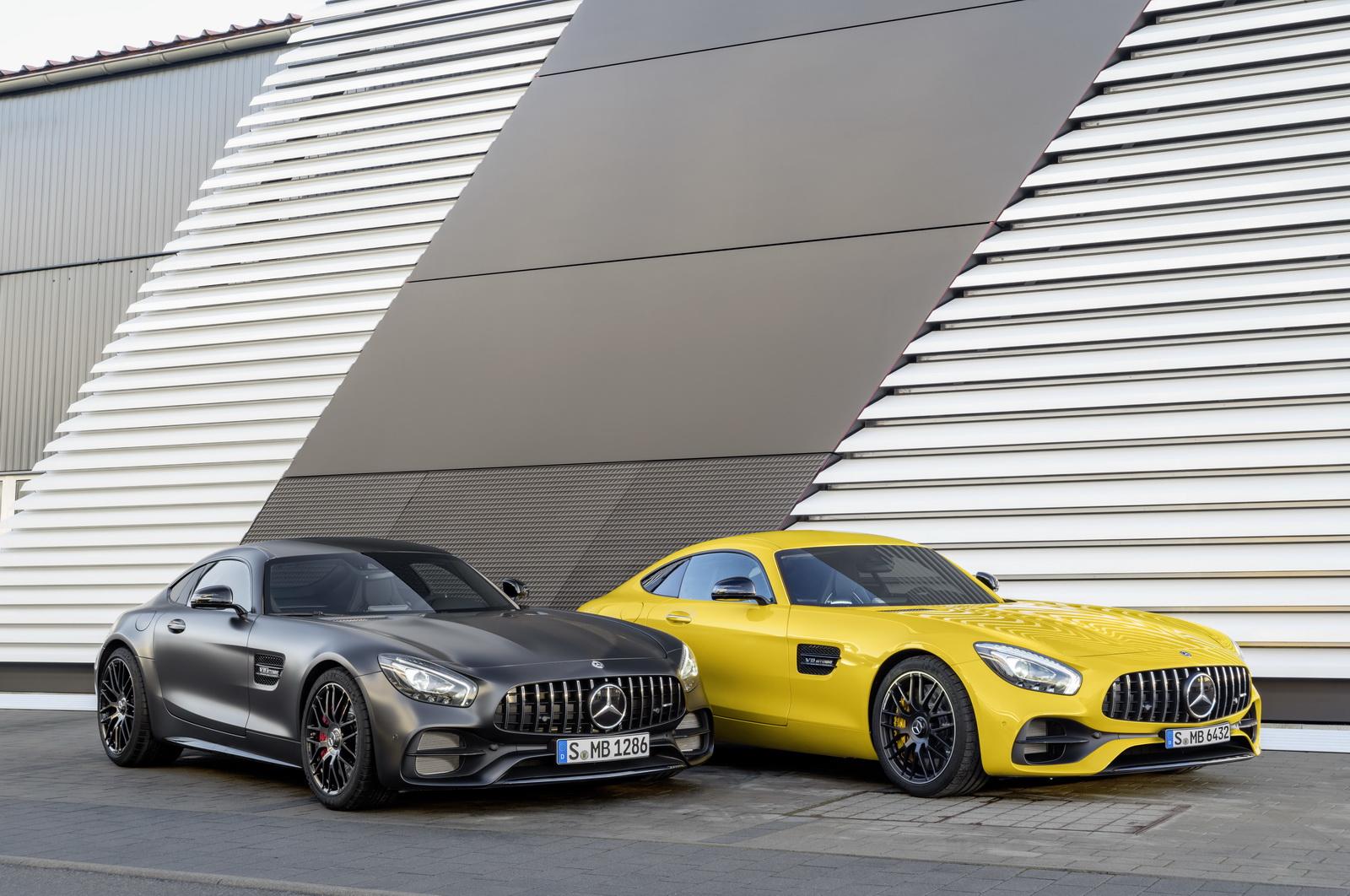 Mercedes-AMG GT C Edition 50, graphitgrau magno; Mercedes-AMG GT S, solarbeam ;Kraftstoffverbrauch kombiniert: 11,3 l/100 km, CO2-Emissionen kombiniert: 257 g/km; Kraftstoffverbrauch kombiniert: 9,4 l/100 km, CO2-Emissionen kombiniert: 219 g/km Mercedes-AMG GT C Edition 50, graphite grey magno; Mercedes-AMG GT S, solarbeam; Fuel consumption combined:  11.3 l/100 km; Combined CO2 emissions: 257 g/km; Fuel consumption combined:  9.4 l/100 km; Combined CO2 emissions: 219 g/km