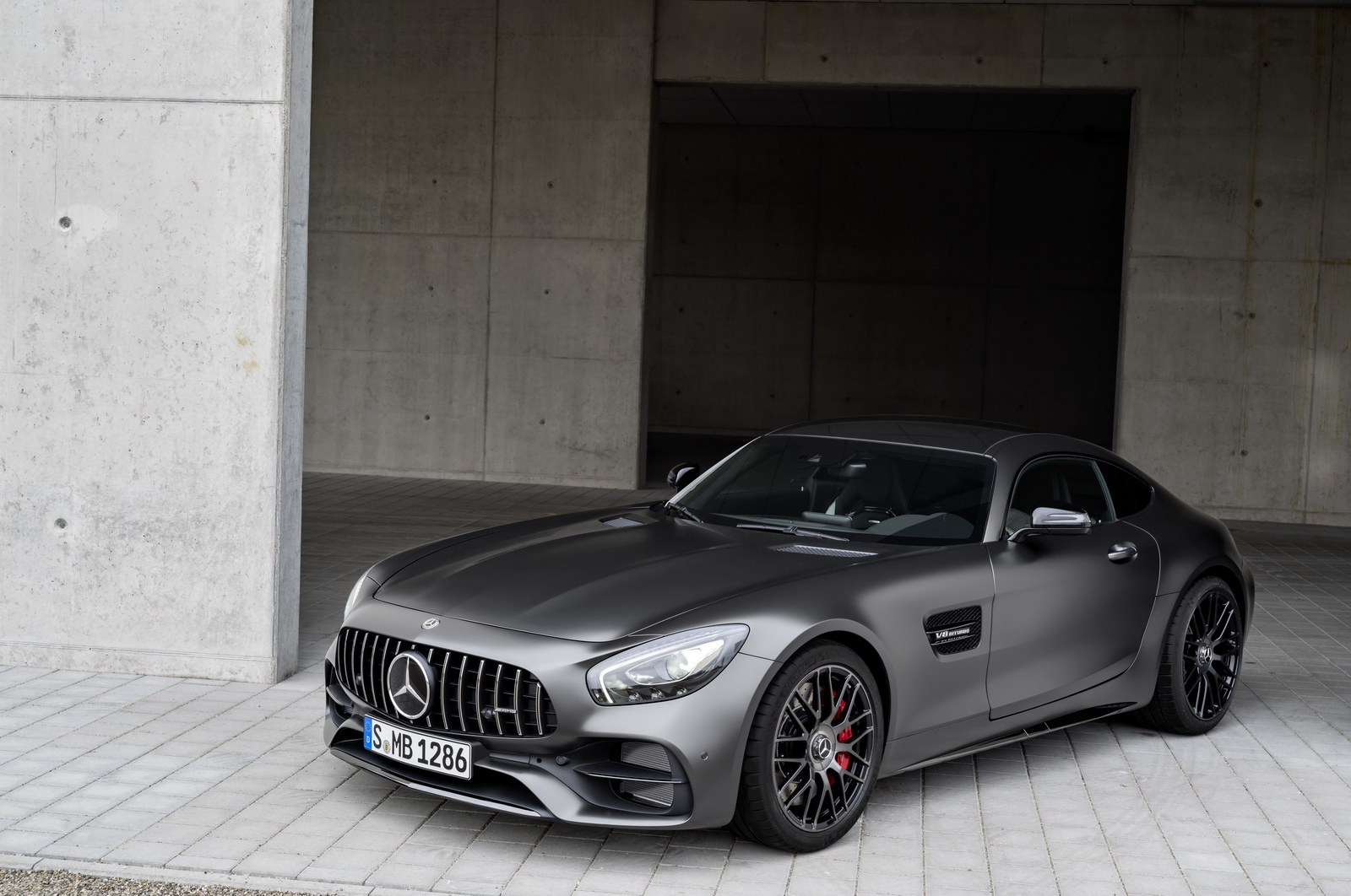 Mercedes-AMG GT C Edition 50, graphitgrau magno ;Kraftstoffverbrauch kombiniert: 11,3 l/100 km, CO2-Emissionen kombiniert: 257 g/kmMercedes-AMG GT C Edition 50, graphite grey magno; Fuel consumption combined:  11.3 l/100 km; Combined CO2 emissions: 257 g/km