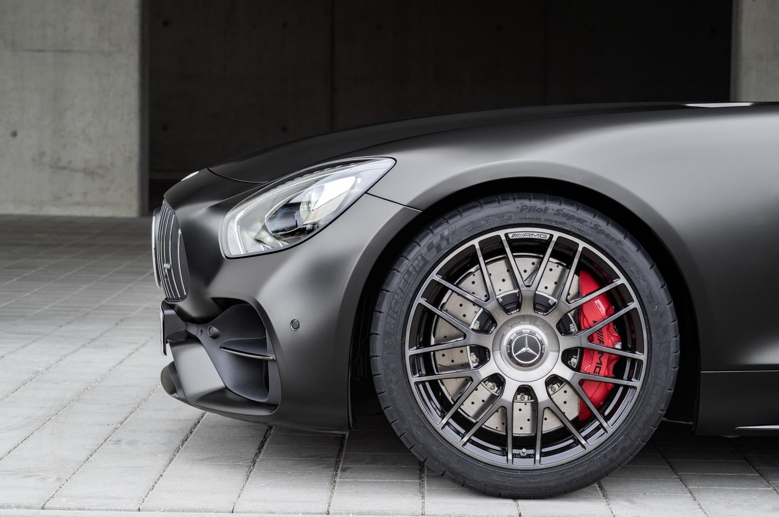 Mercedes-AMG GT C Edition 50, graphitgrau magno, Schmiederäder im Kreuzspeichendesign ;Kraftstoffverbrauch kombiniert: 11,3 l/100 km, CO2-Emissionen kombiniert: 257 g/kmMercedes-AMG GT C Edition 50, graphite grey magno,cross-spoke light-alloy wheels; Fuel consumption combined:  11.3 l/100 km; Combined CO2 emissions: 257 g/km