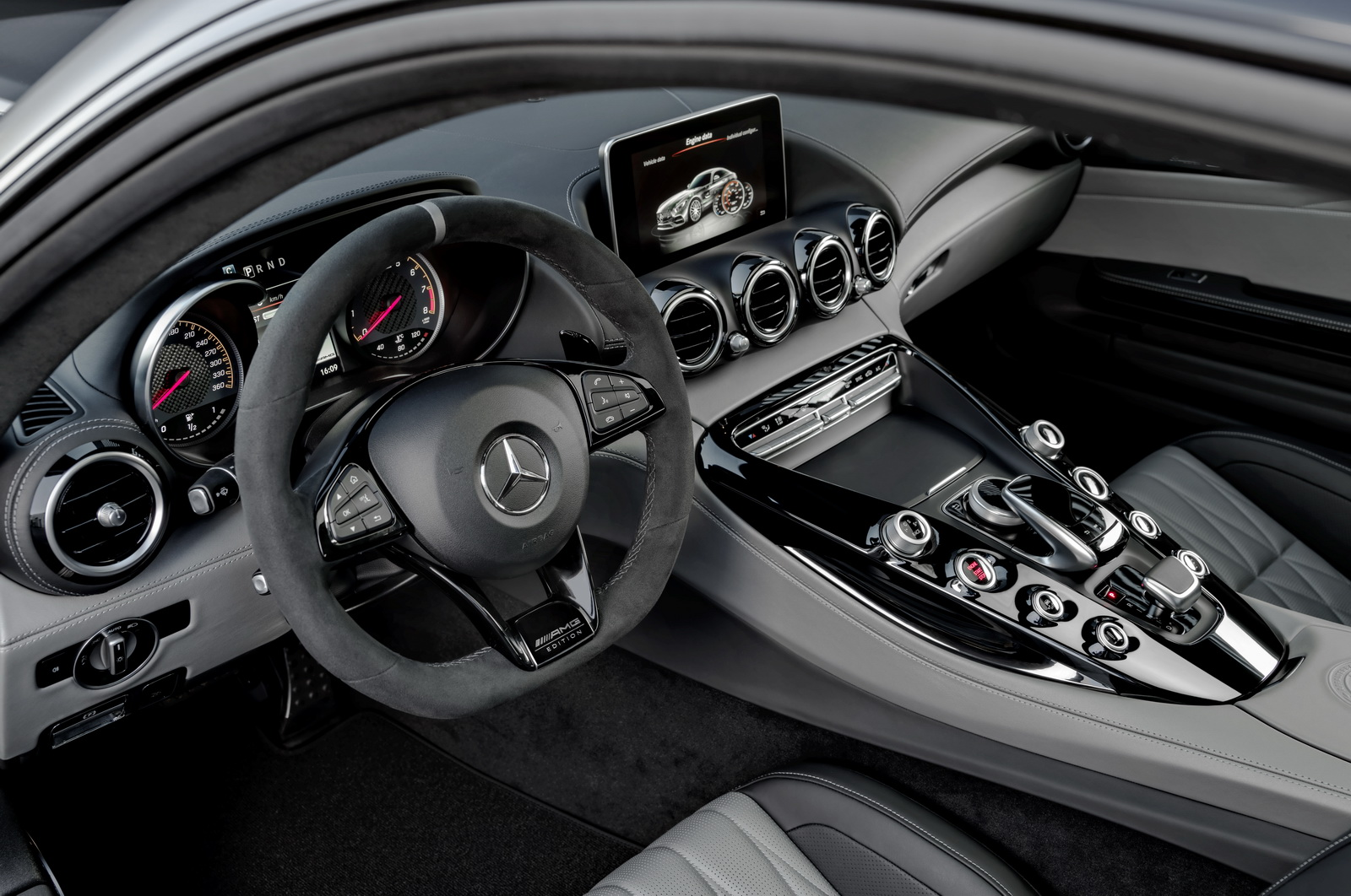 Mercedes-AMG GT C Edition 50, graphitgrau magno, Innenausstattung: Leder Exklusiv Nappa STYLE in silber pearl/schwarz ;Kraftstoffverbrauch kombiniert: 11,3 l/100 km, CO2-Emissionen kombiniert: 257 g/kmMercedes-AMG GT C Edition 50, graphite grey magno, Interior: leather exclusive nappa STYLE in silver pearl/black; Fuel consumption combined:  11.3 l/100 km; Combined CO2 emissions: 257 g/km