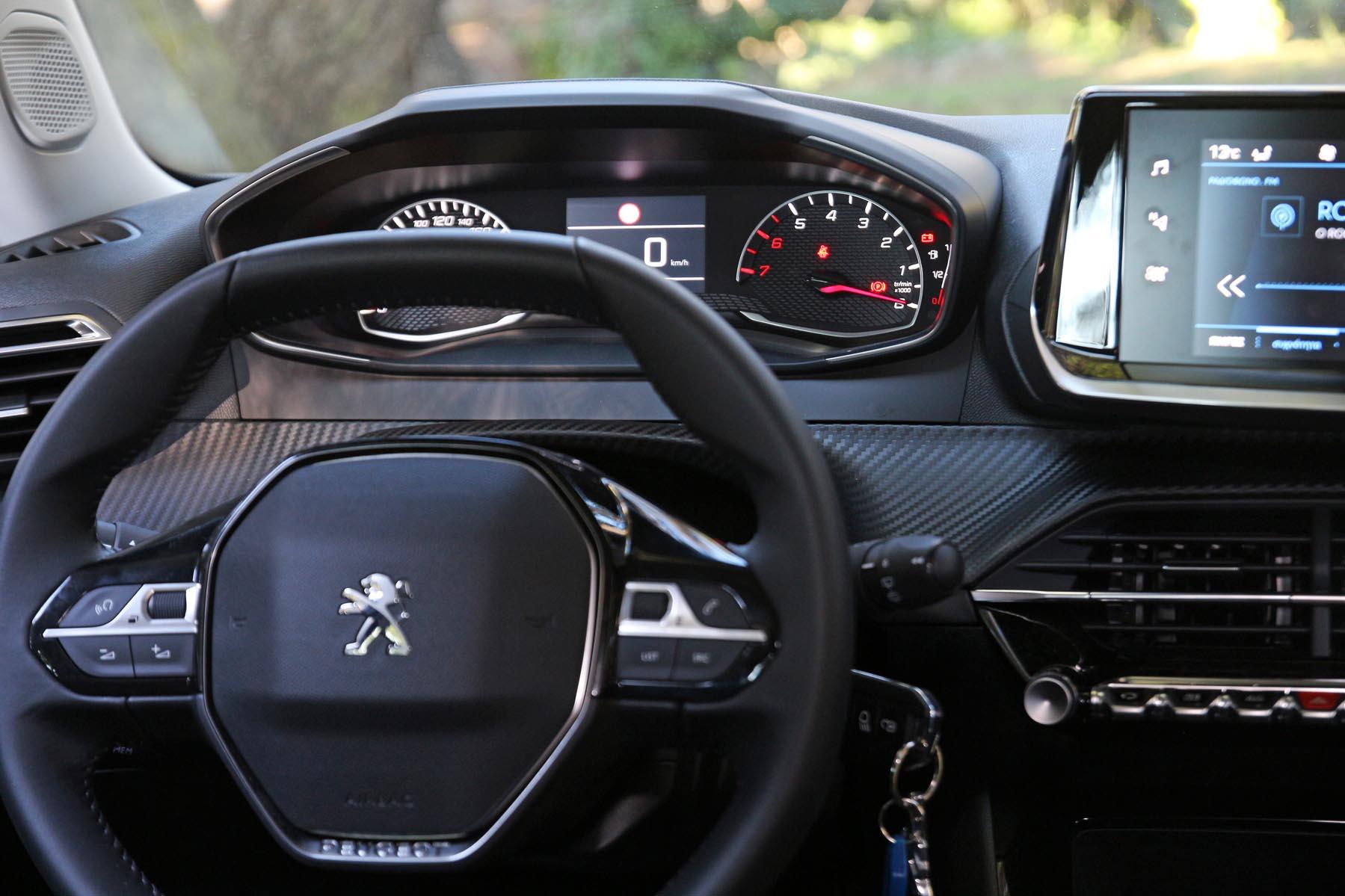 Nissan Juke 1.0 vs Peugeot 2008 1.2 test drive