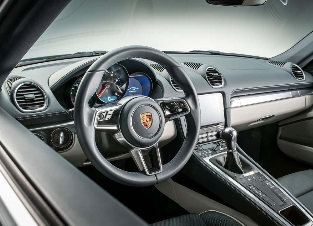 Η Porsche 718 Cayman με δίλιτρο turbo μοτέρ
