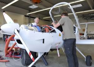 Endmontage des weltweit ersten seriell-hybriden Elektroflugzeuge