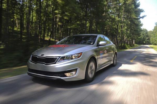 kia-hybrid-optima-on-the-road