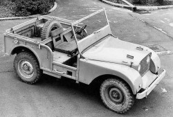 Land-Rover-65-YEARS-1