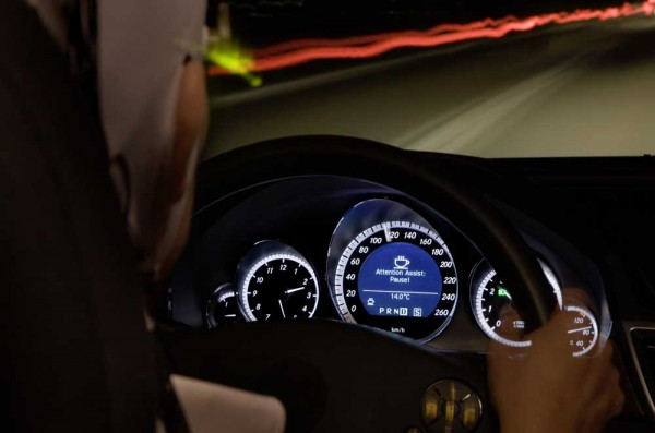 Mercedes-Benz-E-Class_2010_dashboard