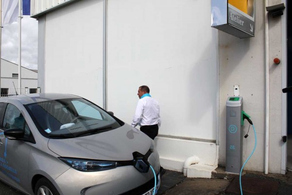 1 hour free charge per day from thenRenault network
