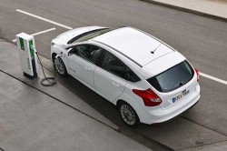 Ford-POC_Electr_Focus-Electric_23