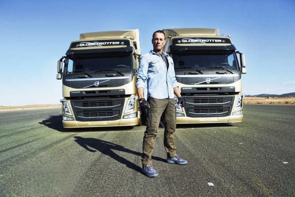 Volvo Trucks_The Epic Split (2)