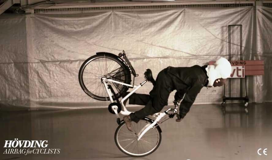 Photo of Πρωτότυπος αερόσακος για ποδηλάτες από την Σουηδία!