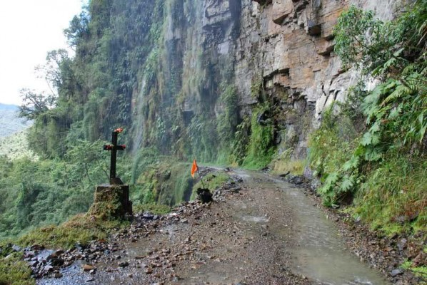 North Yungas Road Known as Death Road - the most dangerous road in the world (3)