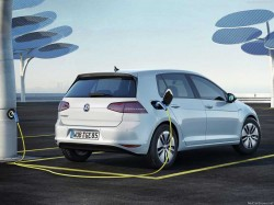 Volkswagen-e-Golf_2015_1234