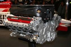 Honda_RA005E_engine_2005