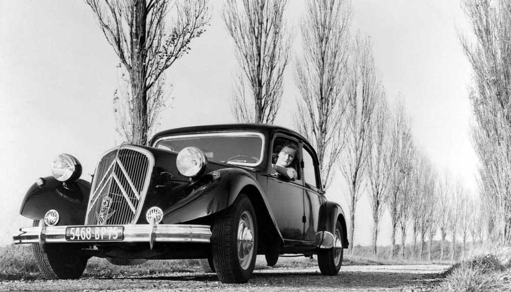 Photo of «80άρισε» το Citroen Traction Avant.