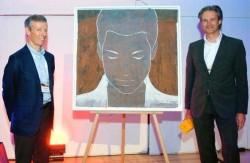 Ο Olivier Roux (αριστερά), Πρόεδρος της Autodistribution International (ADI), τίμησε τον Michael Söding, Πρόεδρο της Schaeffler Automotive Aftermarket, με το βραβείο «Aftermarket Professional of the Year». Το βραβείο συνοδευόταν από έναν γνήσιο πίνακα (λάδι σε δέρμα) του Ολλανδού καλλιτέχνη Casper Faassen.