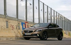 Volvo V40 Cross Country T4 AWD [test drive]