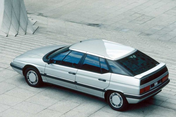 With its Hydractive suspension continued the Citroen XM in 1989 an alternative accent in the upper middle class