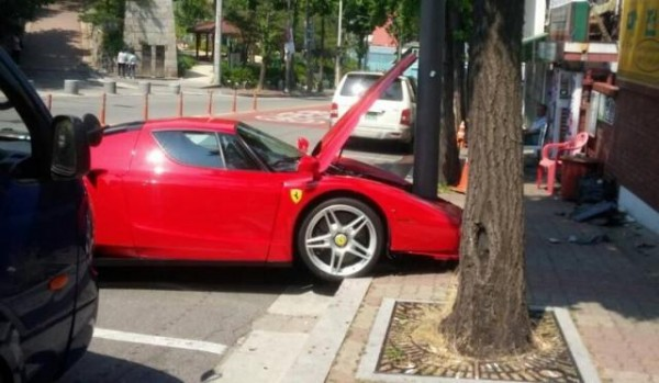 Ferrari Enzo crash in South Korea (1)