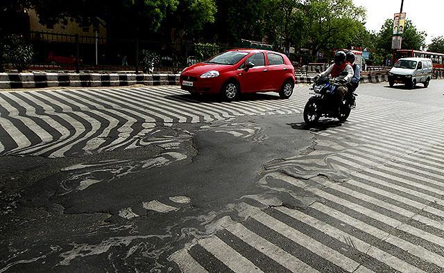 Photo of Έλιωσε μέχρι και η άσφαλτος στο Δελχί!