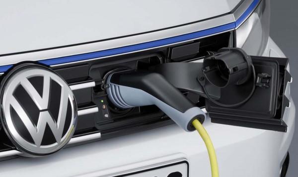 Volkswagen-Passat_GTE_2015_1600x1200_wallpaper_35