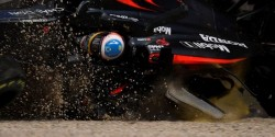 alonso-australia16-crash-d800