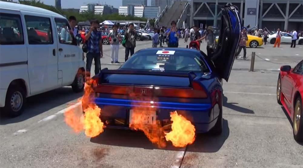 Photo of Ένα Honda NSX που φτύνει φλόγες! [vid]