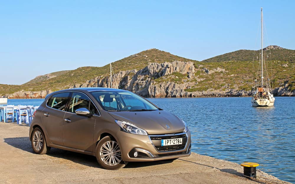 Photo of Peugeot 208 BlueHDi 100 [on the road]