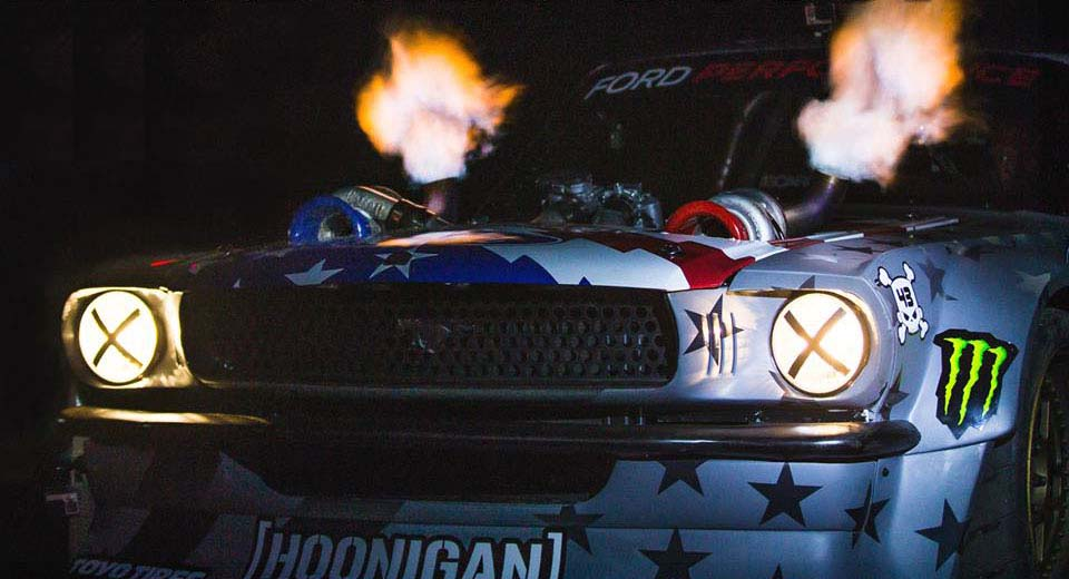 Photo of O Ken Block παίζει με τον twin-turbo του Hoonicorn V2 με τα 1.400 άλογα [vid]