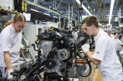 audi end worker in production line (2)