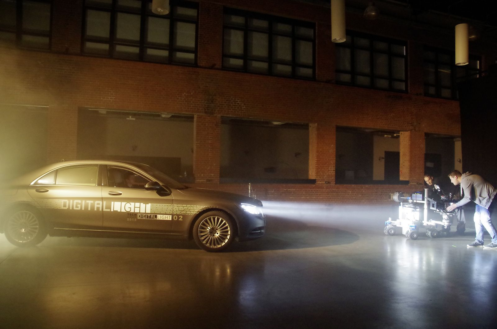 Photo of Τι κρύβουν οι νέοι προηγμένης τεχνολογίας προβολείς της Mercedes; [vid]