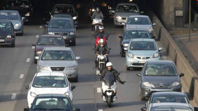 Photo of Τα δίκυκλα έχουν ευθύνη όταν διασχίζουν τις λωρίδες κυκλοφορίας