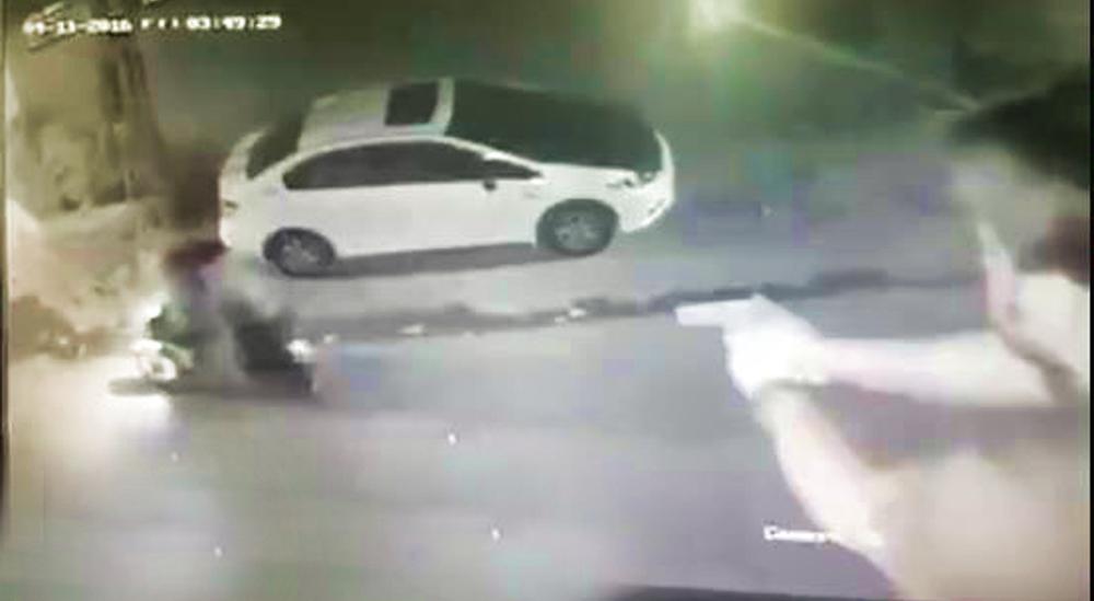 Photo of Τους πυροβόλησε επειδή του έκλεψαν τους καθρέπτες! [vid]