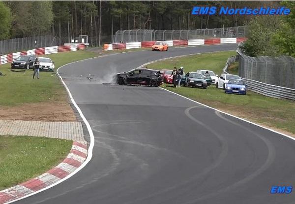 Photo of Πως να καταστρέψεις ένα Clio RS στο Ring [vid]
