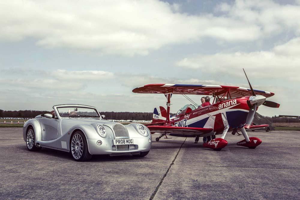 Photo of Όταν ένα Morgan Aero 8 Racing συνάντησε ένα Biplane [vid]