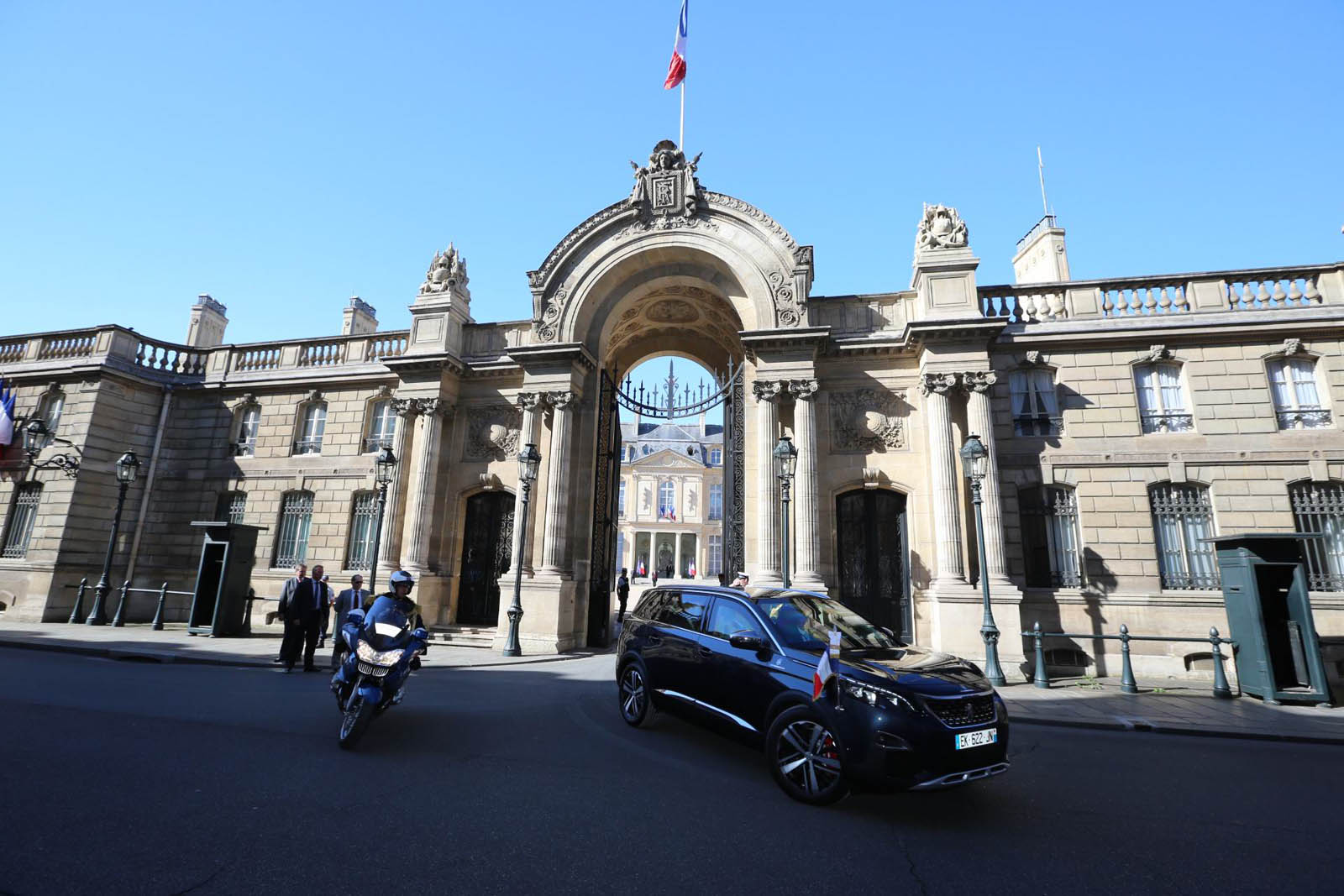 Photo of Ποιο SUV είναι η νέα προεδρική «λιμουζίνα» της Γαλλίας;