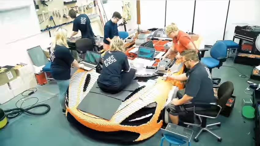 Photo of Μια McLaren 720 φτιαγμένη από 280.000 τουβλάκια Lego [vid]