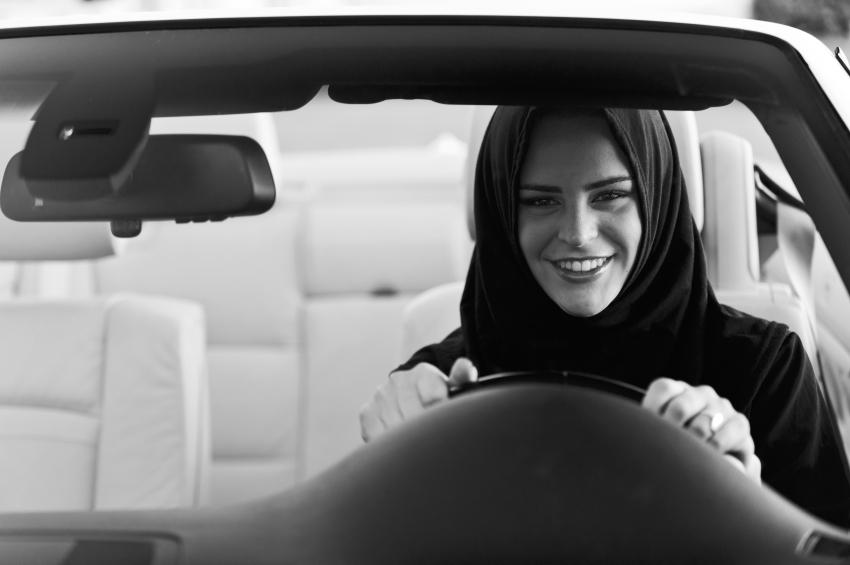 Photo of Απίστευτο! Από το 2018 στην Σαουδική Αραβία θα οδηγούν και οι γυναίκες!