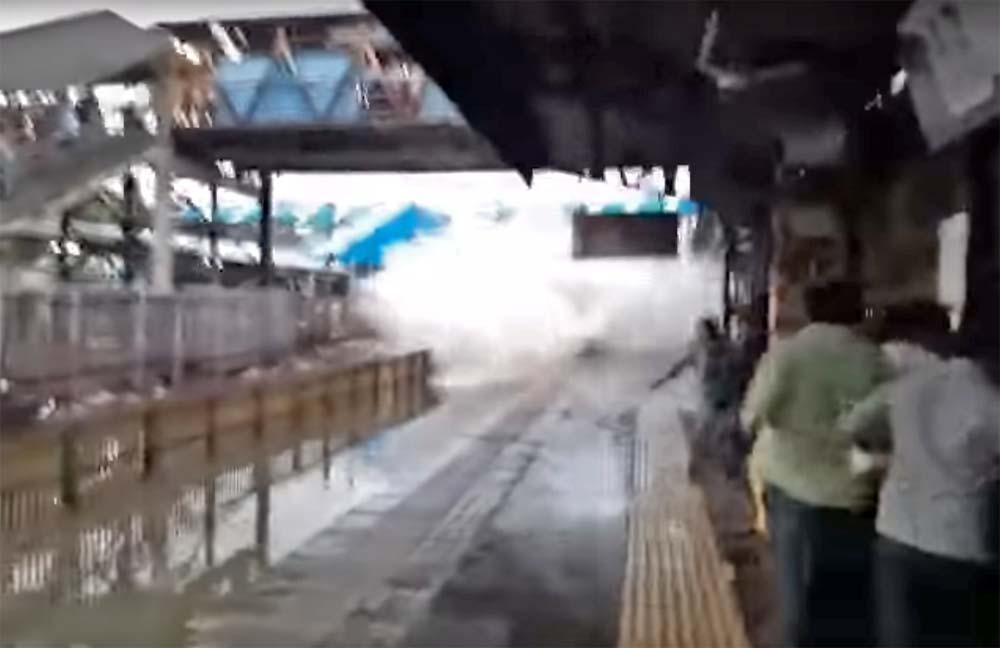 Photo of Τρένο περνά από σταθμό και τους κάνει όλους λούτσα [vid]