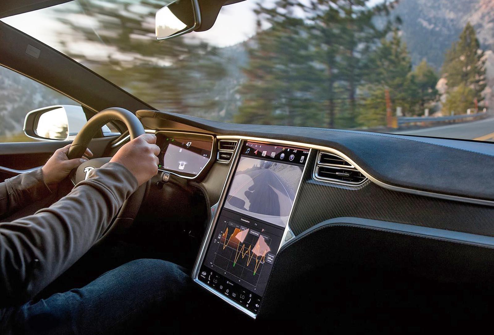 Photo of Η οθόνη του Tesla Model S είναι «επικίνδυνη»