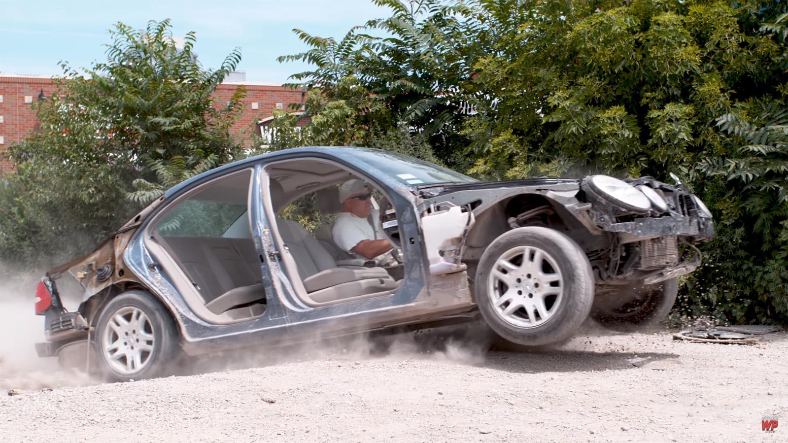 Photo of Τι γίνεται σε ένα αυτοκίνητο όταν περνάτε από μία λακκούβα;