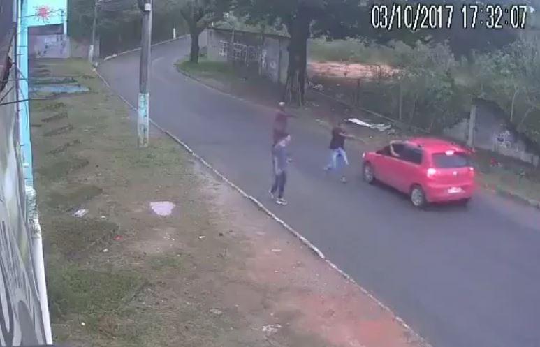 Photo of Τους βούτηξαν το αυτοκίνητο μέσα στο μεσημέρι [vid]