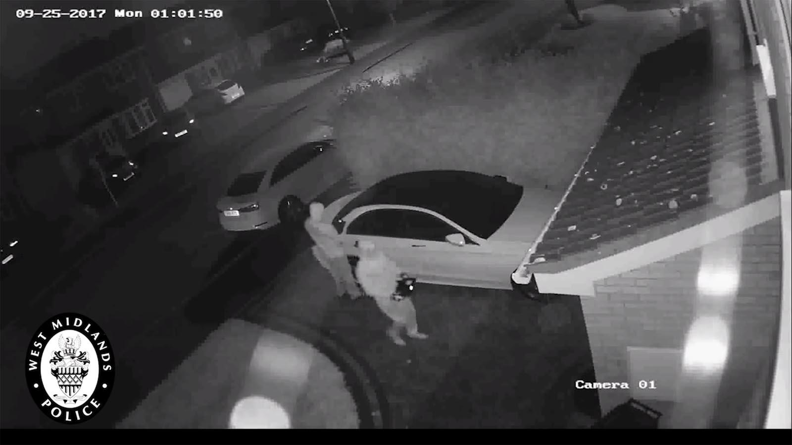 Photo of Δείτε την κλοπή μίας Mercedes με αντιγραφή κλειδιού μέσα σε 60 δλ. [vid]
