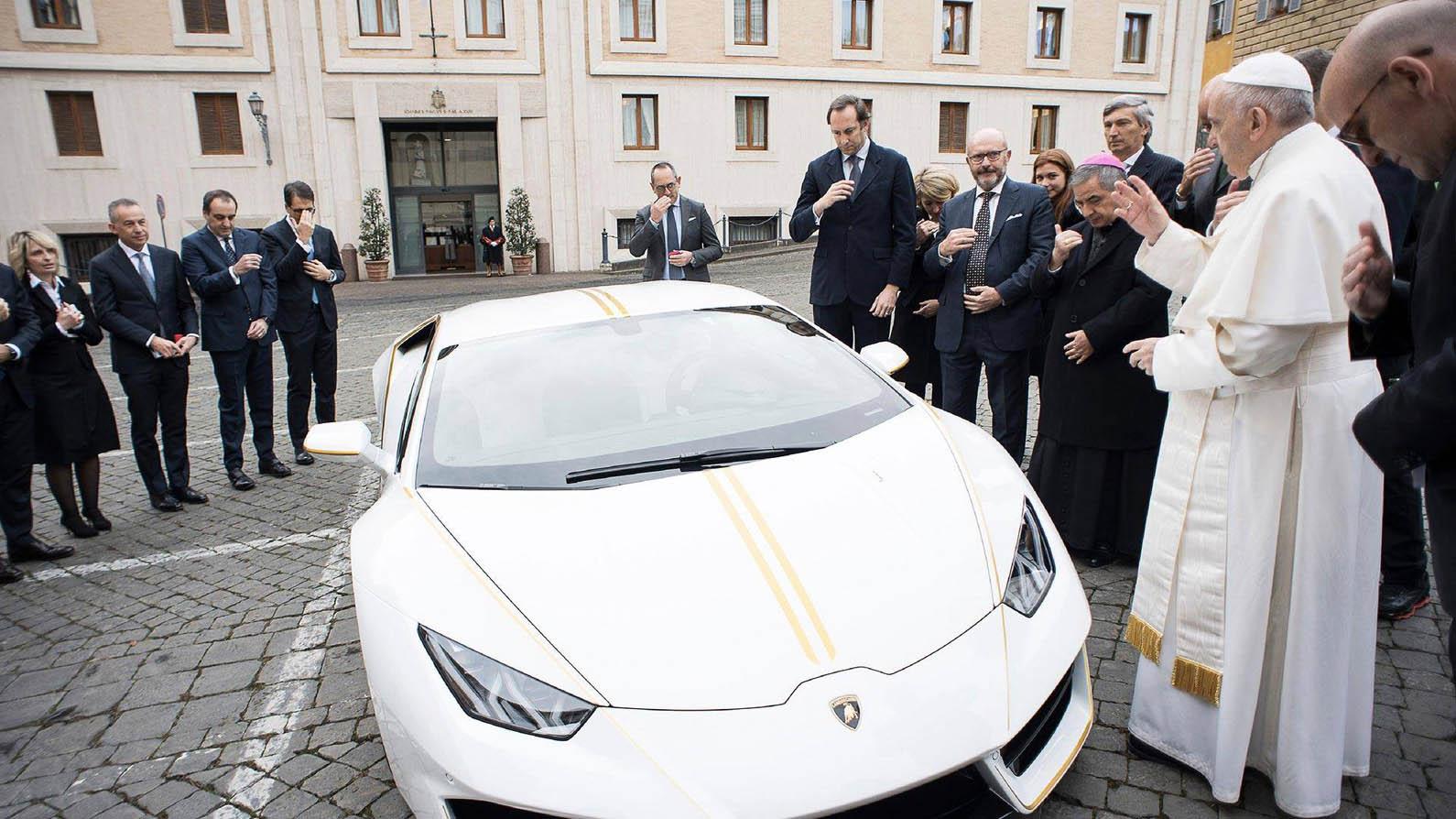 Photo of Γιατί ο Ποντίφικας… ευλογεί αυτή την Lamborghini;