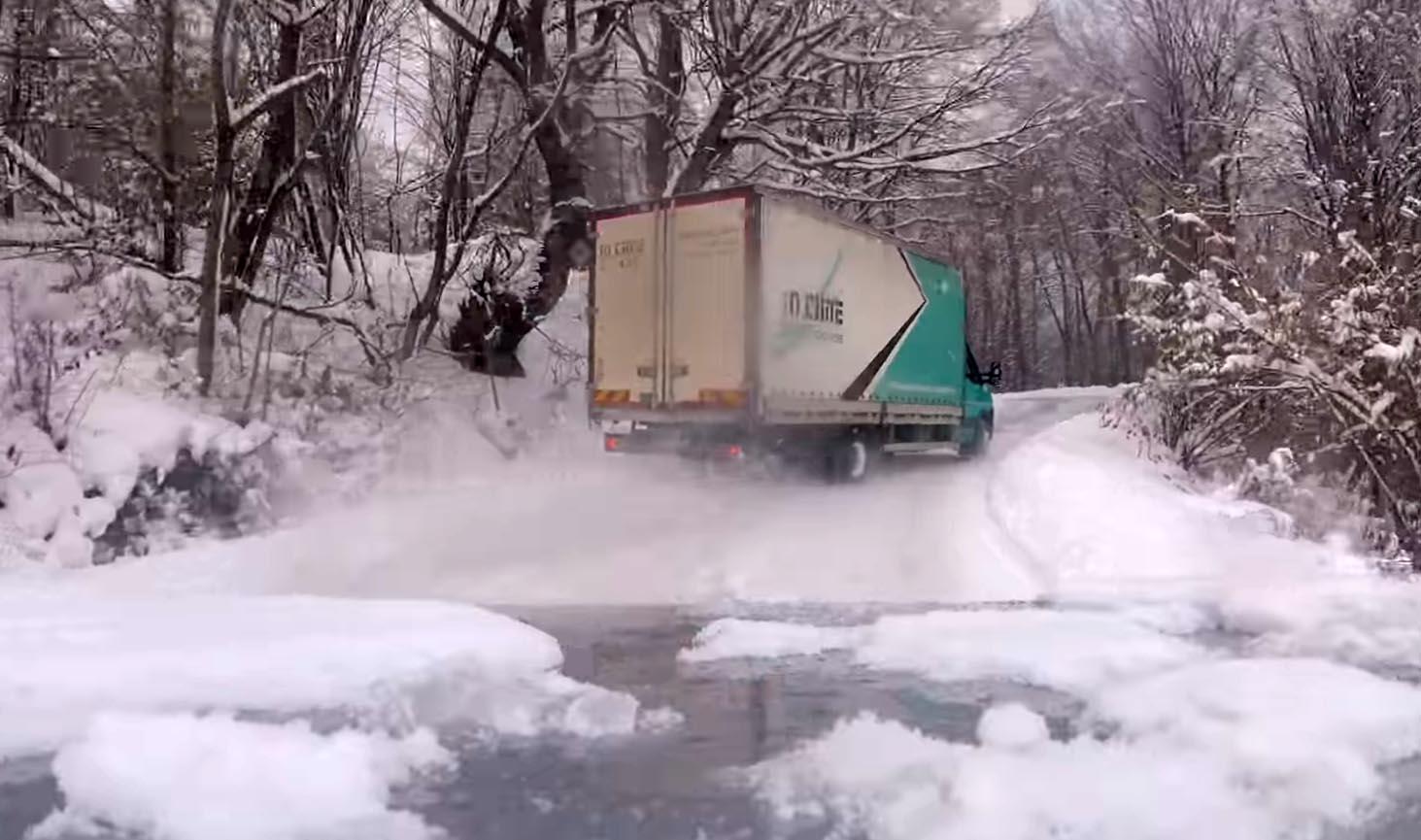 Photo of Δείτε έναν φορτηγατζή να ντριφτάρει στον πάγο [vid]