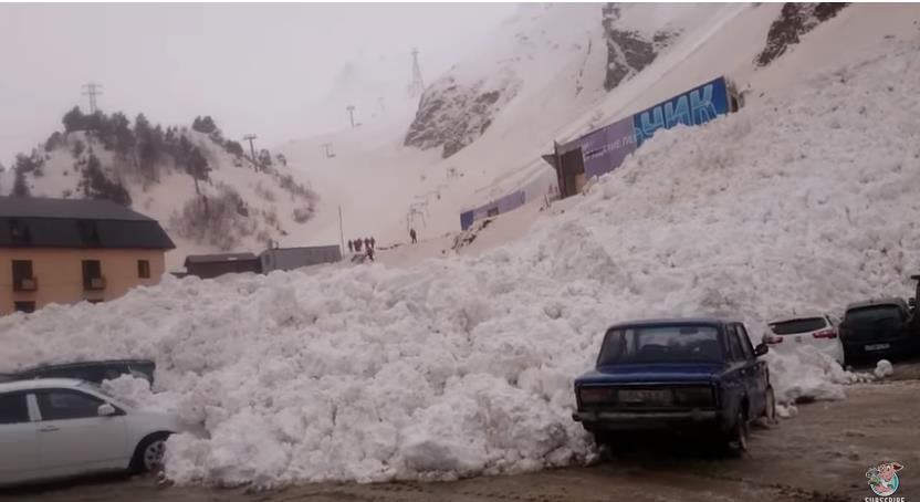 Photo of Χιονοστιβάδα καταπλακώνει αυτοκίνητα [vid]