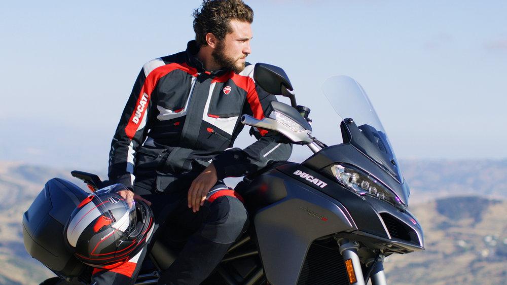 Photo of Bazaar της Ducati σε apparel αναβάτη και αξεσουάρ