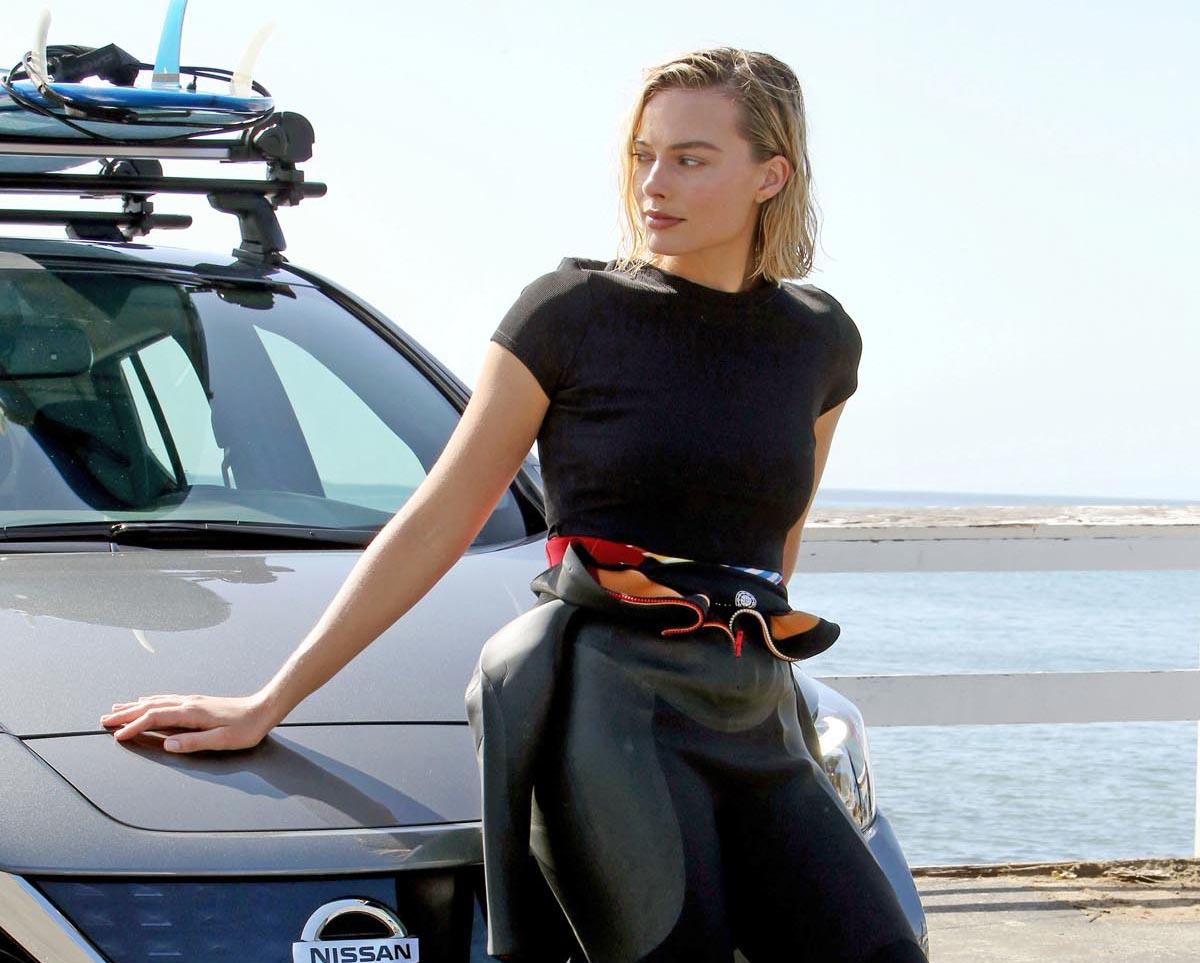 Photo of Η Margot Robbie σερφάρει για τα ηλεκτρικά της Nissan