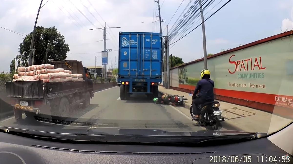 Photo of Το κράνος τον γλύτωσε από το φορτηγό! [vid]